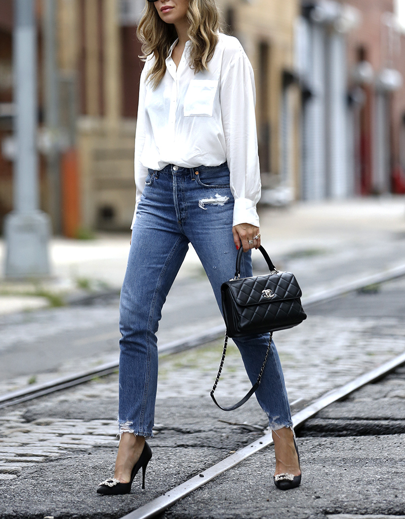 AGOLDE Jamie High Rise Classic Denim, Chanel Trendy CC Small Bag, Roger Vivier Flower Strass Buckle Pumps, Street Style, Helena of Brooklyn Blonde