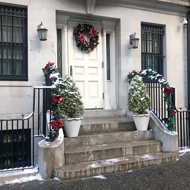 Experience Gift Ideas for the Holidays, Christmas Steps Decor, NYC Brownstone, Helena of Brooklyn Blonde