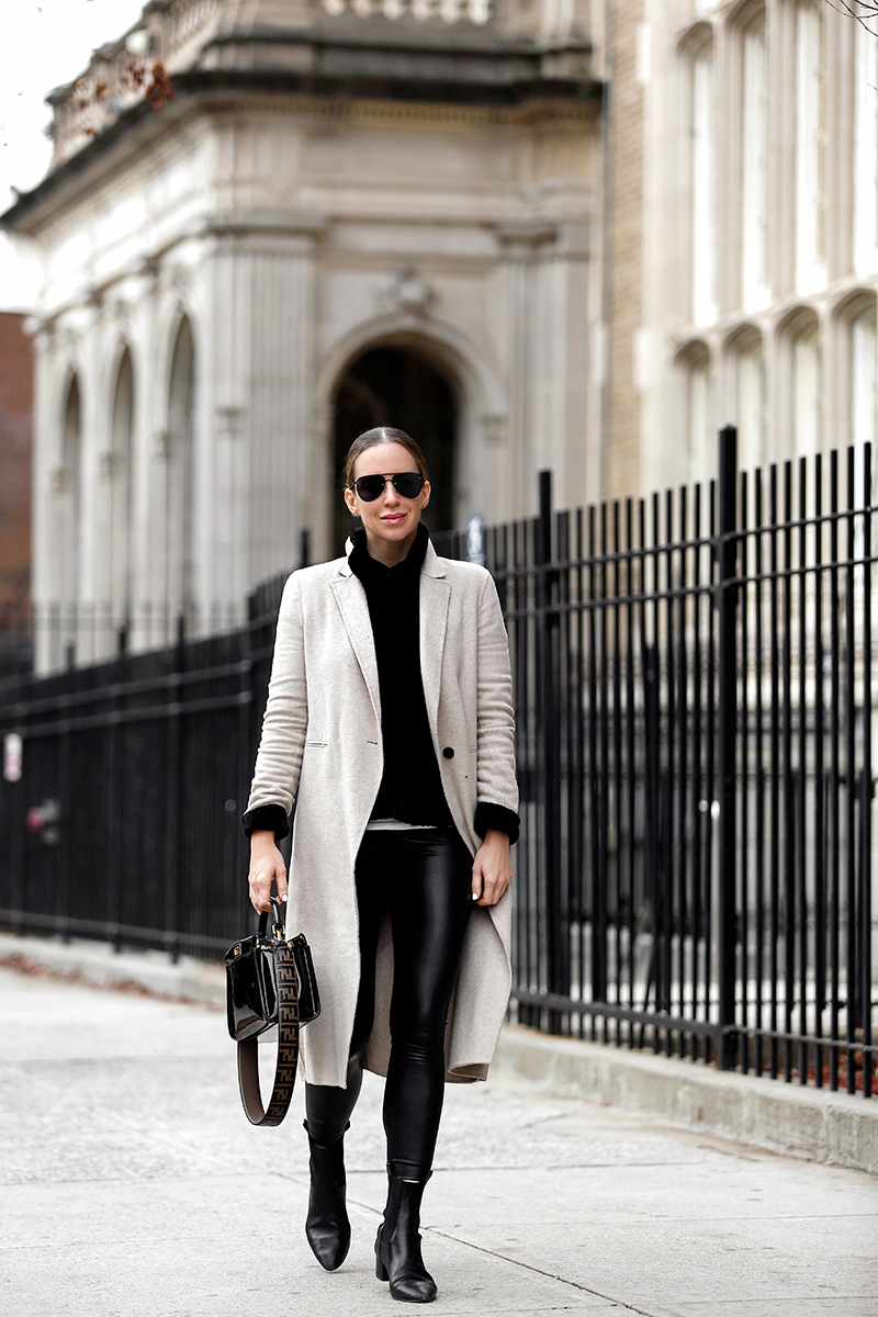 Easy Weekend Style: Faux Leather Leggings