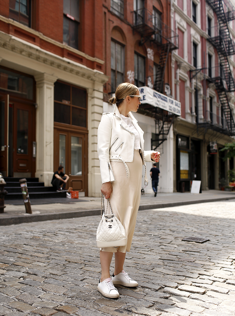 Vanilla Latte outfit - Spring Summer Maternity Outfit Idea, Helena of Brooklyn Blonde