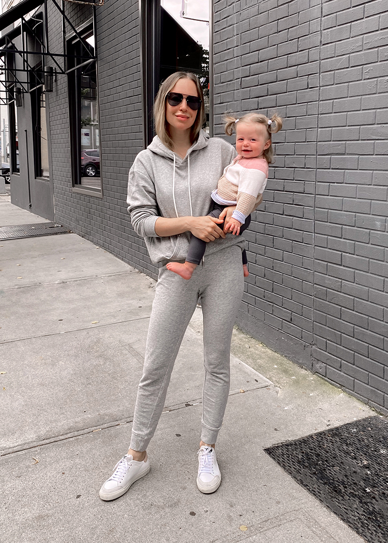 simple casual mom fashion